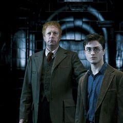 Гарри с Артуром Уизли прибыли на слушание в Министерство