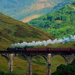 Поезд на Гленфиннанском виадуке