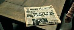 Ежедневный пророк назначение Амбридж Генеральным инспектором фильм Дары Смерти Часть 1