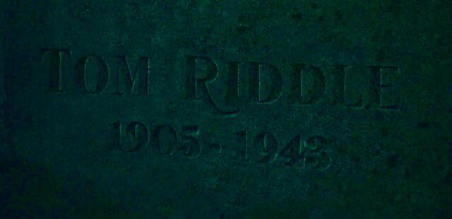 File:Tom Riddle Sr. grave.jpg