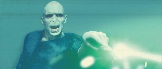 File:Voldemort WB F5 VoldemortCastingGreenSpell Still 100615 Land.jpg