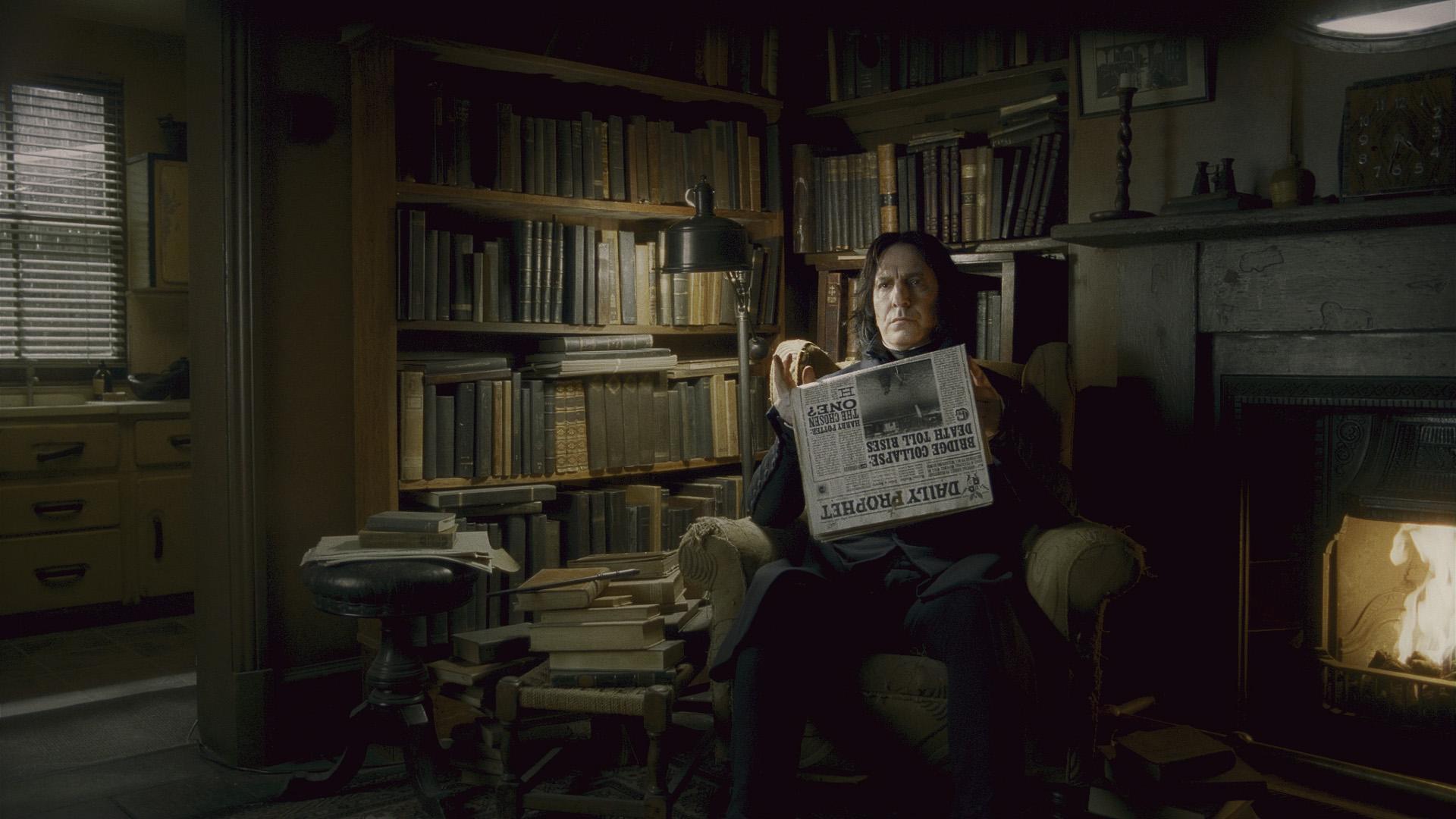 https://vignette.wikia.nocookie.net/harrypotter/images/c/c9/Severus_Snape_reading_the_Daily_Prophet.jpg/revision/latest?cb=20110327185216&path-prefix=ru