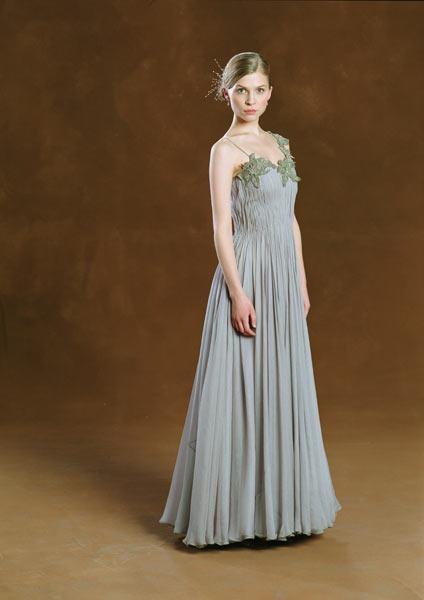 Fleur delacour 39 s dress robes harry potter wiki fandom for Fleur delacour wedding dress