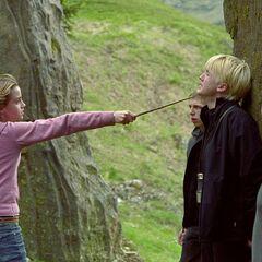 Гермиона угрожает Малфою