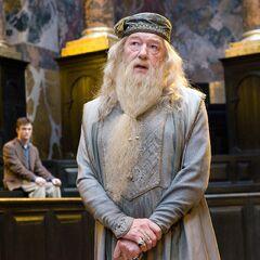 Альбус Дамблдор защищает Гарри на слушании