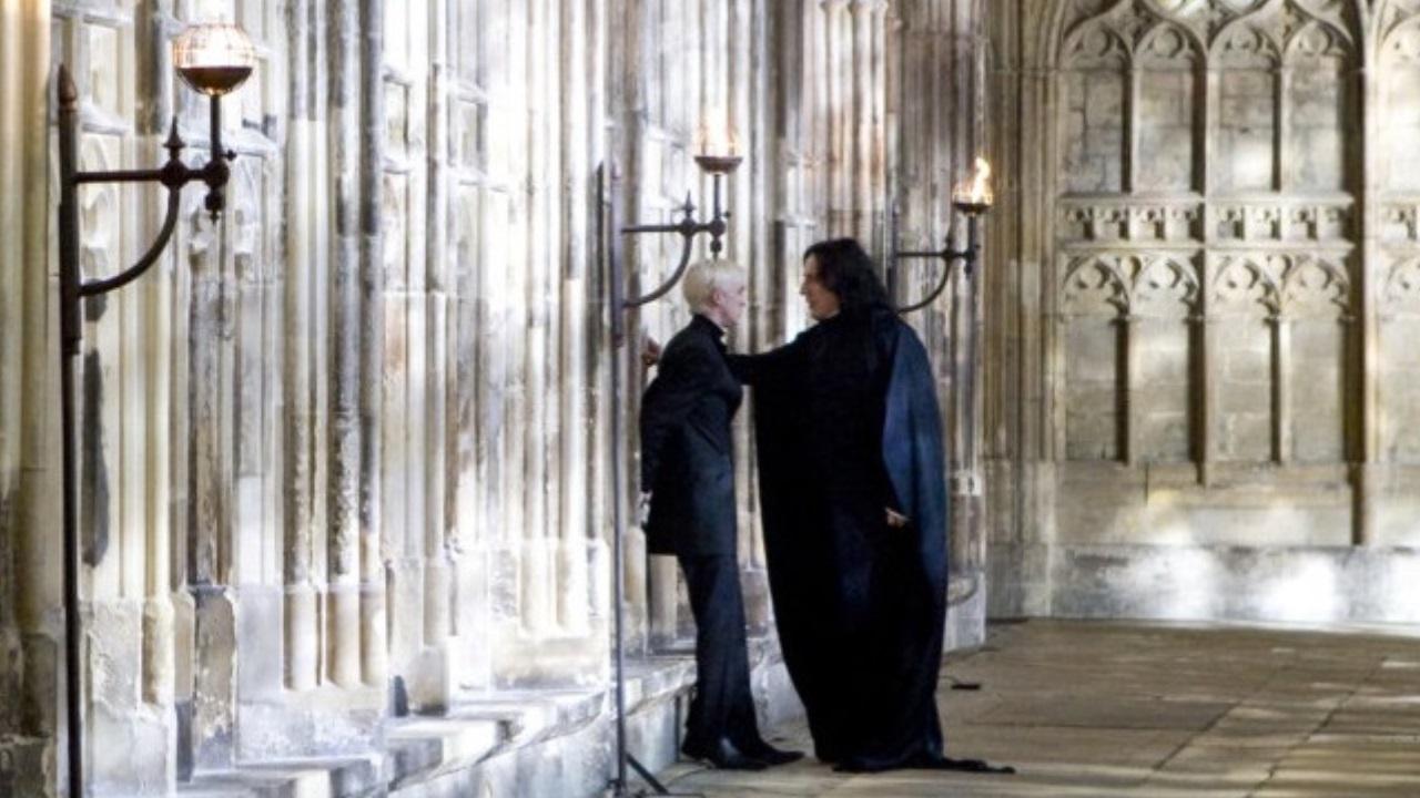 File:SeverusSnape WB F6 SnapeAndDracoInHallway Still 080615 Land.jpg