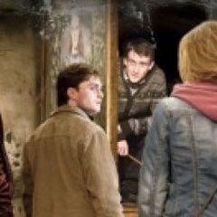 Невилл встречает друзей в Хогсмиде