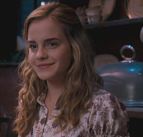 File:Hermione-granger-and-zara-floral-print-silk-short-sleeve-blouse-gallery.jpg