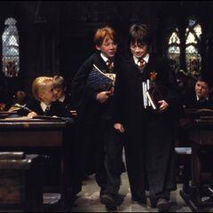Гарри и Рон опоздали на урок
