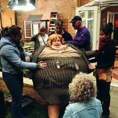 Пэм Феррис в костюме раздутой тётушки Мардж