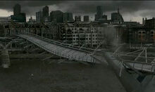 Potter-moments-millennium-bridge-590x350