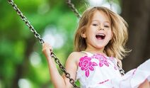 The-little-girl-of-joy-and-swing-HD-picture