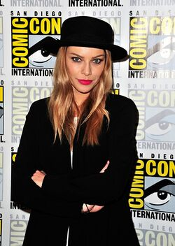 Lauren German (2015)
