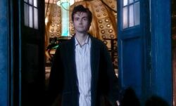 Doctor Who 2005 2x00 001
