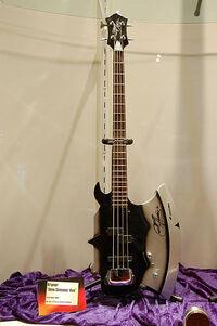 Gitara Gene Simmonsa
