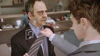 Willkommen Norman - Krawatte binden