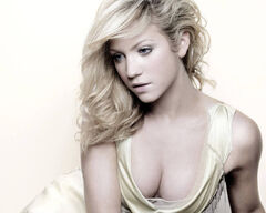 Brittany Snow 2