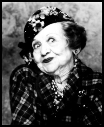 Mae Questel as Aunt Bethany