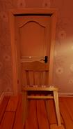 Дверь, подпёртая стулом из Alpha 1