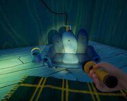 Диван в комнате с подъёмником в альфе 4