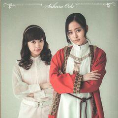 Oda Sakura como Frol (izquierda) y Fourth (derecha)