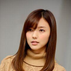 Mano Erina como Omitani Kyoka