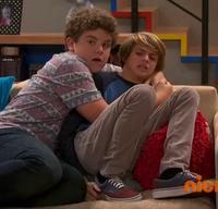 HD 1x12 Jasper grabbing henry