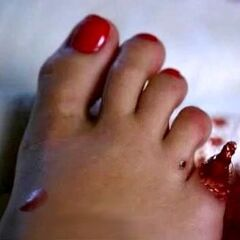 Claire cuts off her toe, which then grows back, much to Claire's surprise.