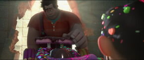 Wreck-it-Ralph apologizes to Vanellope