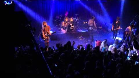 Hey Violet - Mr and Mrs Smith Live