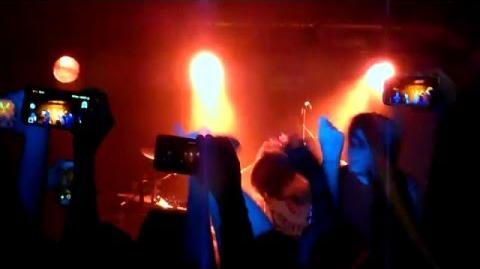 "Hey Violet - Mr & Mrs Smith (live @""Luxor"", Cologne)"
