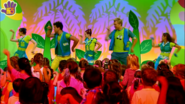 Hi-5 Dance With The Dinosaurs 7