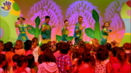 Hi-5 Dance With The Dinosaurs 9