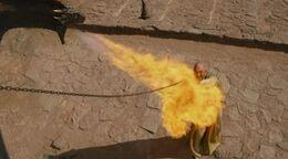 Drogon quema a Kraznys HBO