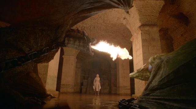 Archivo:Daenerys visita a sus dragones HBO.png