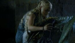 Daenerys encierra a los dragones HBO