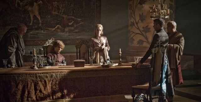 Archivo:Tyrion en el Consejo Privado HBO.jpg