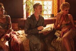Petyr administrando burdeles HBO