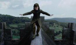 Bran trepa por Invernalia HBO