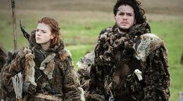 Ygritte y Jon con los salvajes HBO