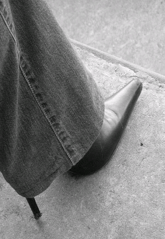 File:Stiletto under jeans.png