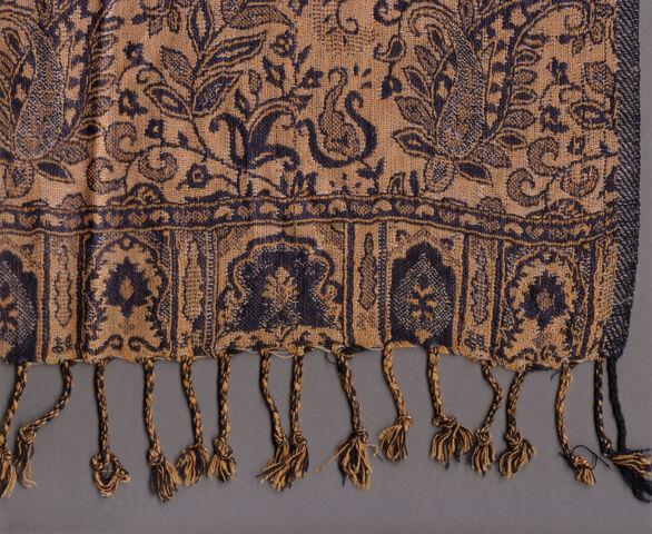 File:Cashmere-Silk-Viscose paisley shawl with fringe.jpg