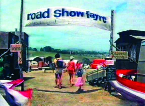 File:Road show fayre, Nambassa 1979.jpg