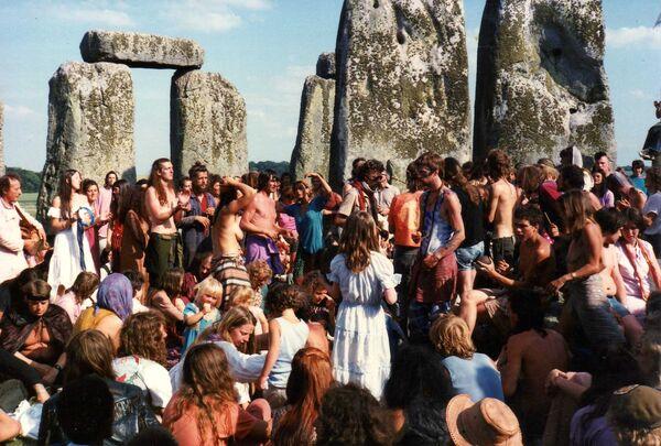 Hip Stonehenge84