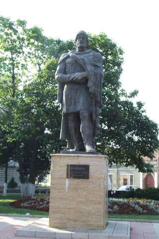 File:Burebista statue in Orastie.jpg