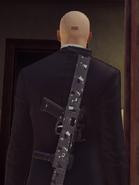 TAC-SMG Covert за спиной ГГ
