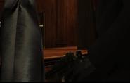 47-й достаёт Маузер из куртки