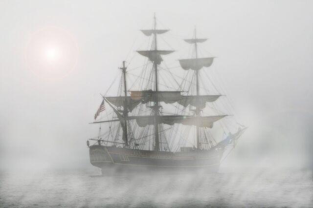 File:Ships in the Mist.jpg