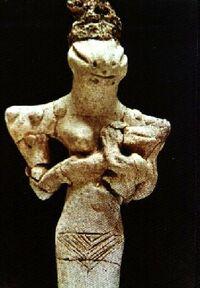 Anciant-reptilian-statue