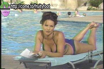 File:Debbe-Dunning-Feet-573015.jpg